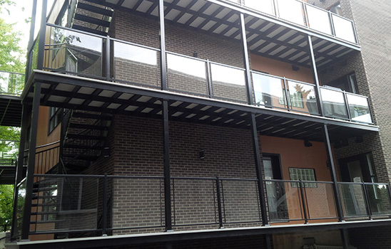 Panneaux de verre pour rampes en aluminium
